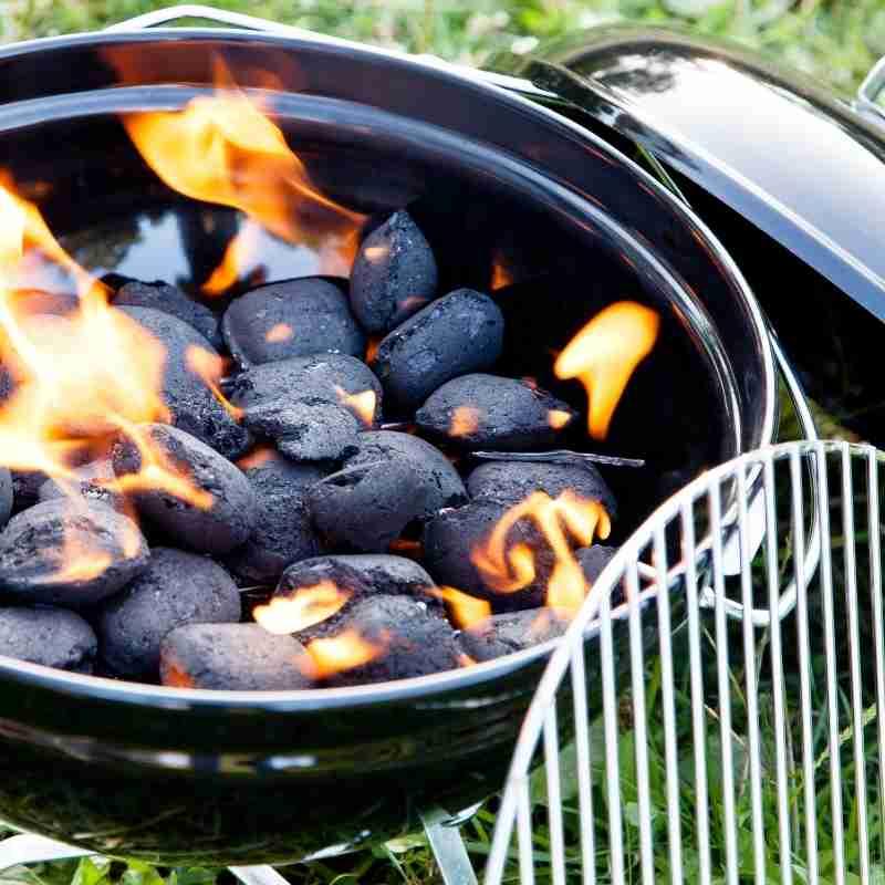 Gril na dřevěné uhlí